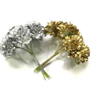 Ramillete de flores plateadas o doradas