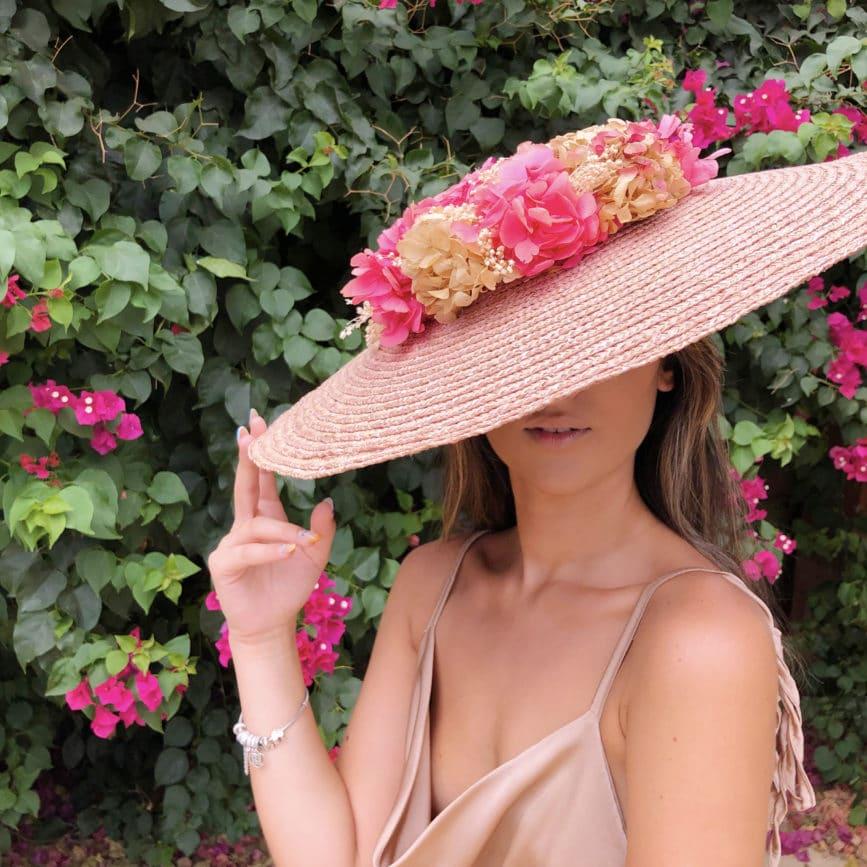 pamela rosa con flores preservadas